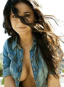 Emmanuelle Chriqui sexy canadian actress