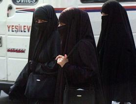 niqab-clad women