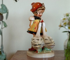 Goebel HUMMEL Figurine Girl with Geese