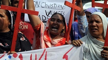 Human Liberation Commission of Pakistan activists shout slogans during a protest against anti-Christian violence (AFP Photo/Arif Ali)