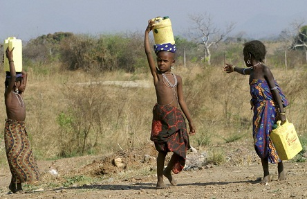 Children of the Ambororo nomadic tribe in south Darfur carrying water in plastic containers for their families. Juba, Sudan
