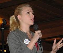 Scarlett Johansson en Sayles-Hill Centro de Carleton Campus