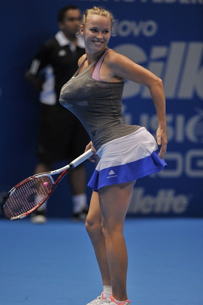 During an exhibition in Brazil Saturday, Wozniacki stuffed her bra and skirt in an attempt to look like the curvy Williams.